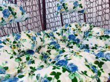 Kék virágmintás párna kétszemélyes függőfotelhez