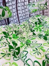 Zöld virágmintás párna kétszemélyes függőfotelhez