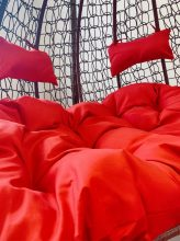Egyszínű vörös párna kétszemélyes függőfotelekhez